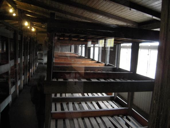 Inuti en barack vid Sachsenhausen