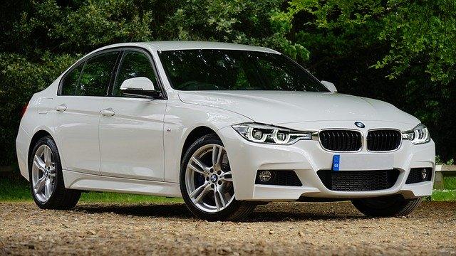 Lyxig vit BMW