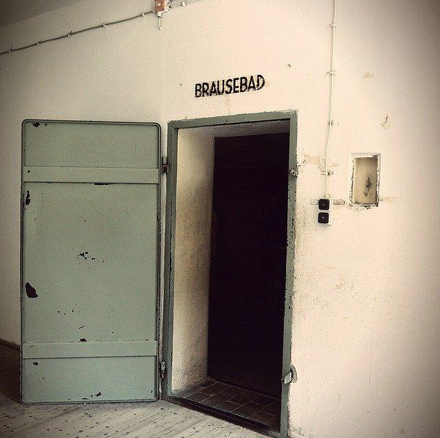 Ingång till gaskammaren i Dachau